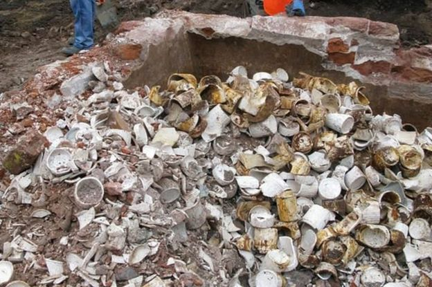London: Crossrail dig unearths 13,000 Victorian jam jars