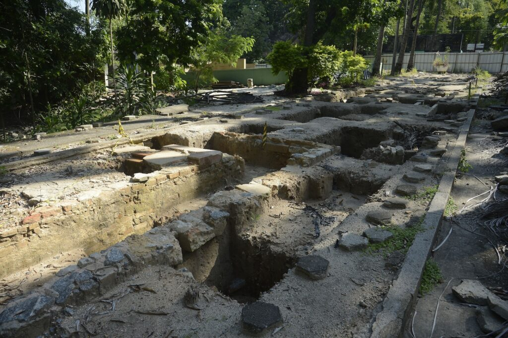 Workers found over 30,000 artifacts from Brazil's Imperial era at the RioZoo.