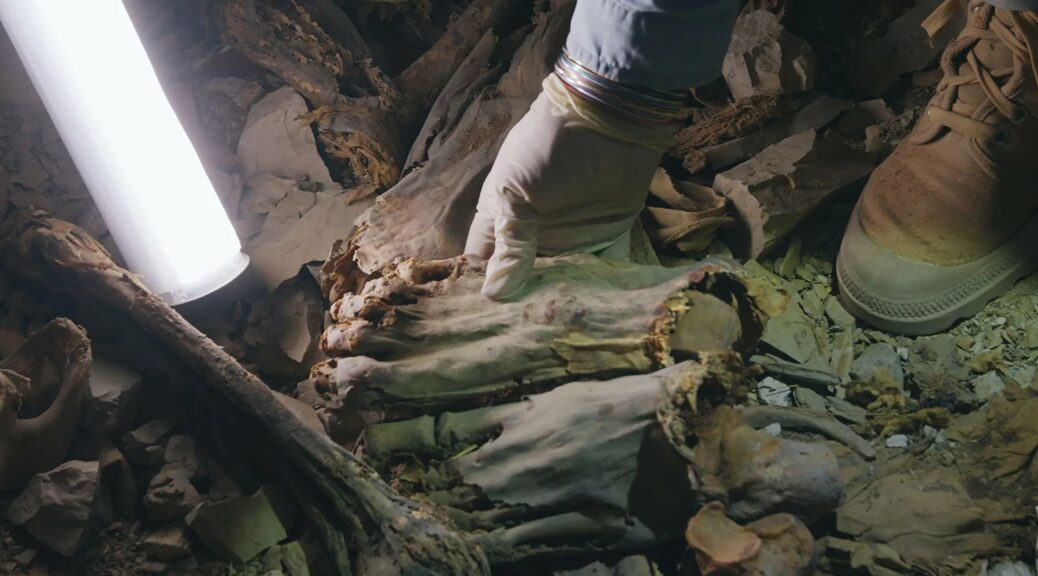 4,000 YEARS AGO IN EGYPT, DOZENS OF MEN WHO DIED OF TERRIBLE WOUNDS WERE MUMMIFIED AND ENTOMBED TOGETHER IN THE CLIFFS NEAR LUXOR.