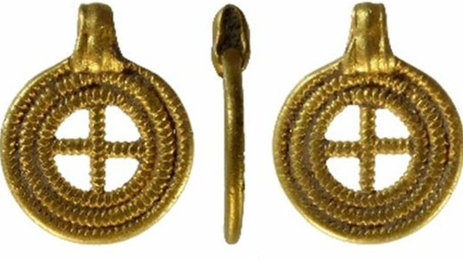 Anglo-Saxon Pendant Found in England Declared To Be Treasure