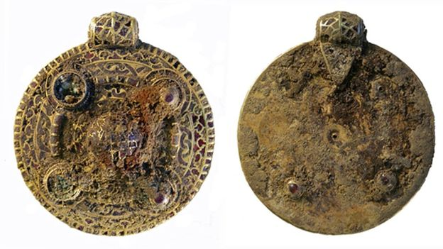 The Winfarthing Pendant (both sides pictured) was constructed from a sheet of gold and attached with gold cells, set with garnets