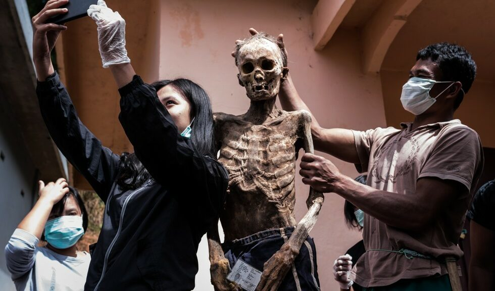 Living With Dead Bodies for Weeks—Or Years—Is Tradition